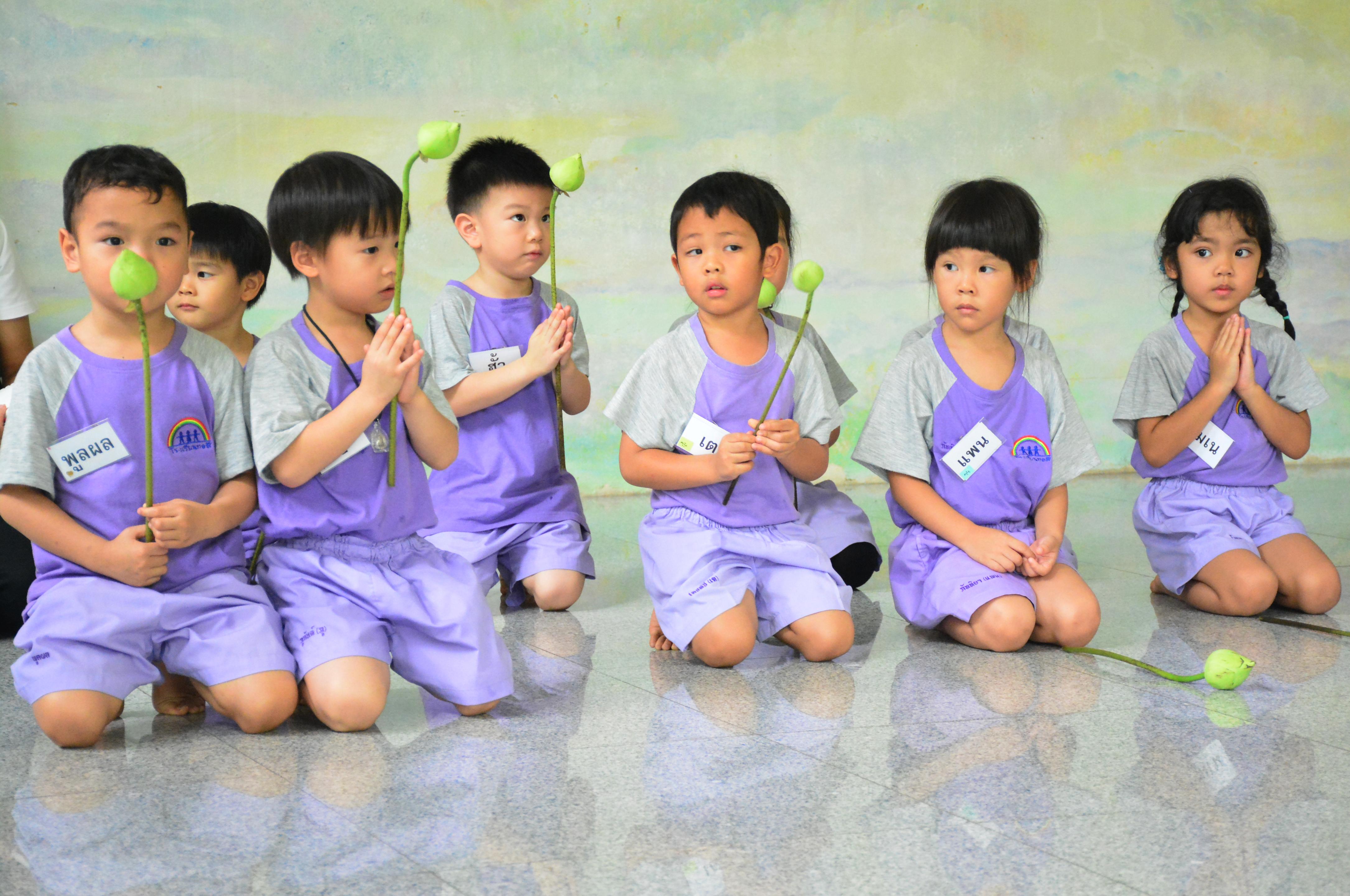 เรียนรู้ธรรมชาตินอกโรงเรียน กับ เด็กๆ อ.๒
